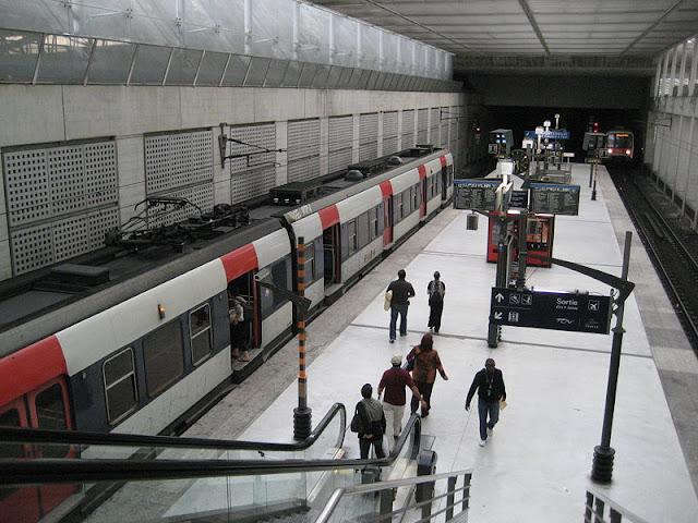 Trem RER B do aeroporto até Paris