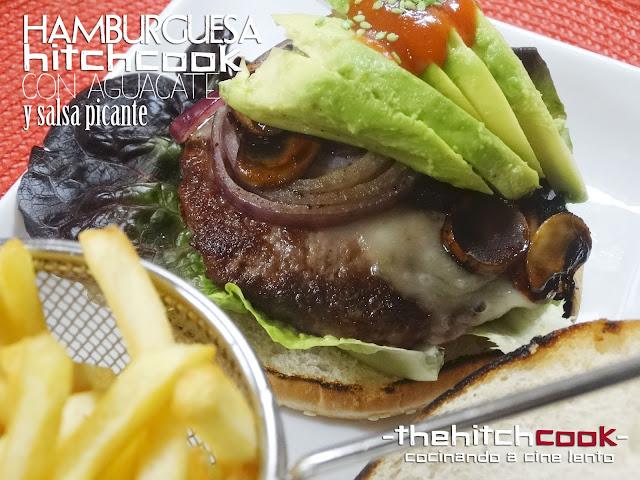 Hamburguesa con aguacate, cebolla, champiñones y salsa picante