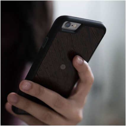 Unique Leather and Wooden i-phone cases , Grab yours Now !