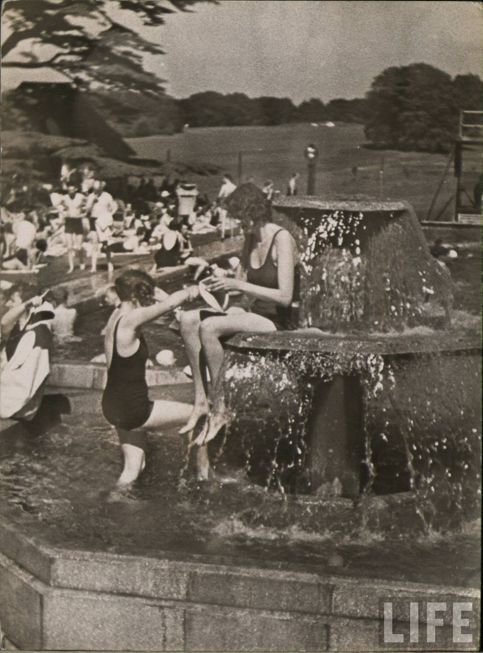 23 Vintage Photos That Show What Summer Fun Looked Like