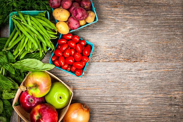 Rau củ quả là nhóm thực phẩm chính trong thực đơn giảm cân sau sinh mổ của cô