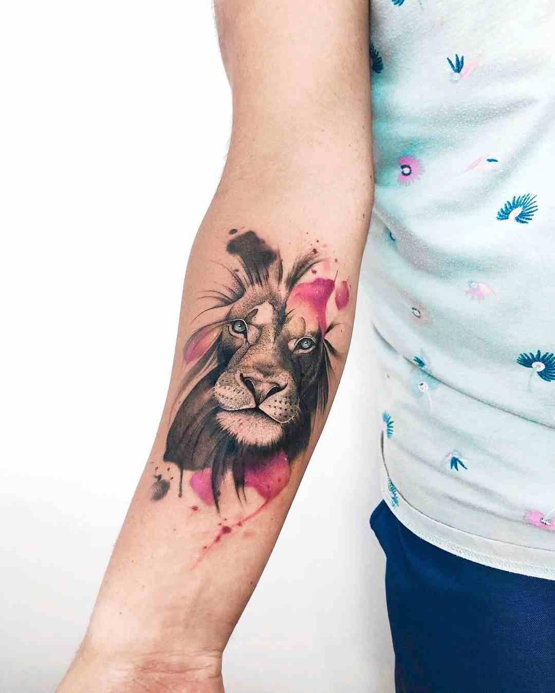 Imagen de tatuaje de león acuarela para mujer