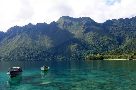Ojek Wisata Alam Taman Nasional Manusela di Maluku
