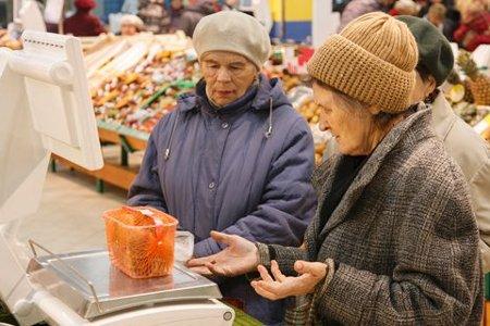 Ложка риса в день и плавки на 10 лет: реальный прожиточный минимум на Украине