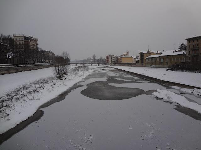 El rio Po congelado en Parma