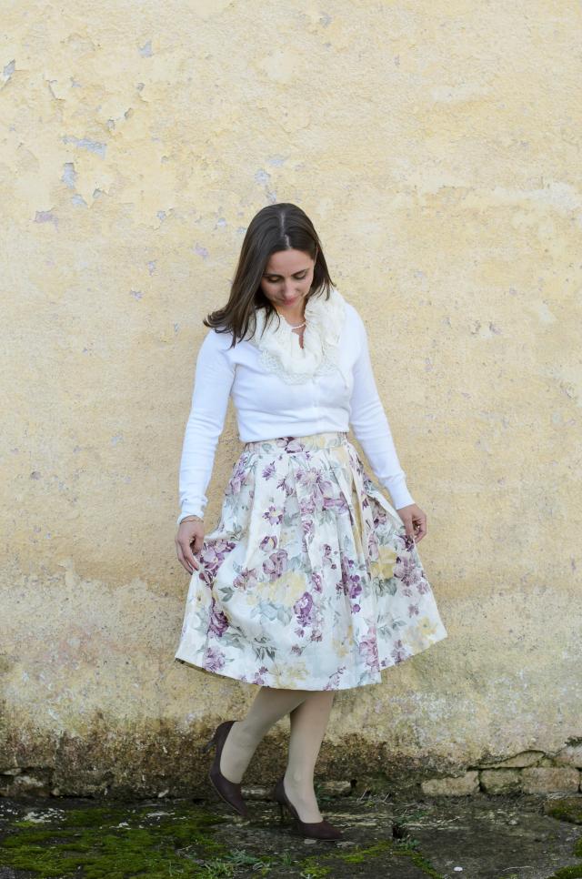 Saia floral com pregas da Stella Maris