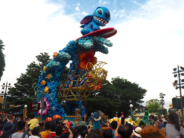 Lilo & Stitch float in the Flights of Fantasy parade | Disneyland Hong Kong