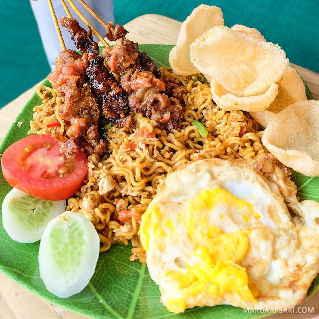 Indomie Goreng Kulit Bakar Pondok Roji Gading Serpong, Tangerang