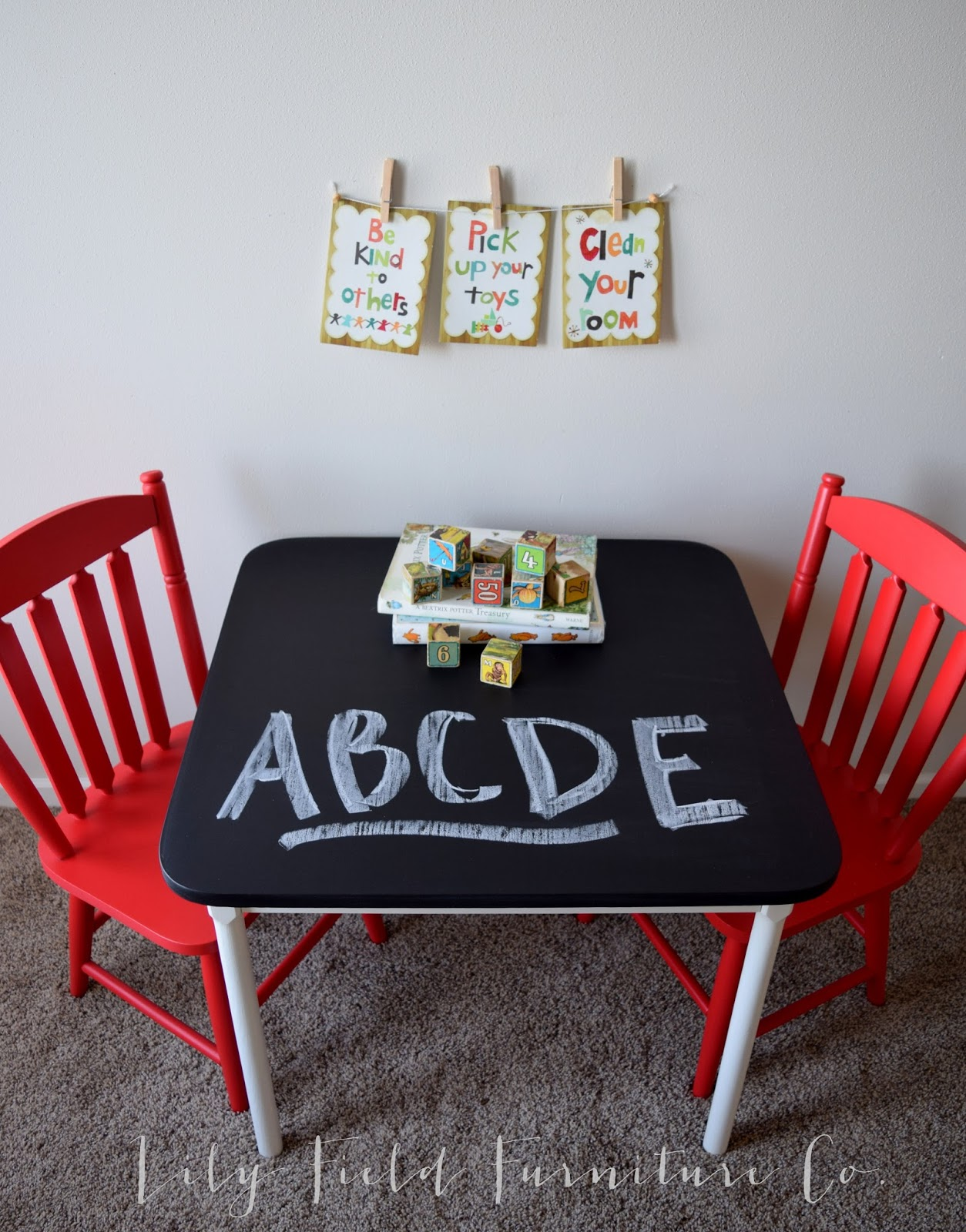 Awesome Kids Chalkboard Table