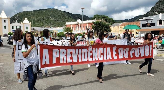Jacobina tem protesto contra corte no orçamento da Educação