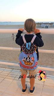 Roberto con su mochila colegio Barco pirata Pikapic