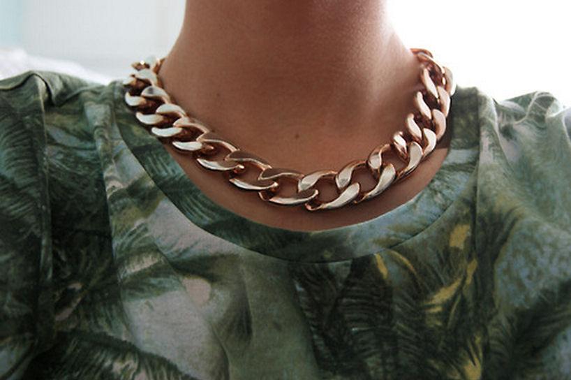 gold chain necklace ksubi tee