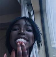 Lola Chuil sonrisa
