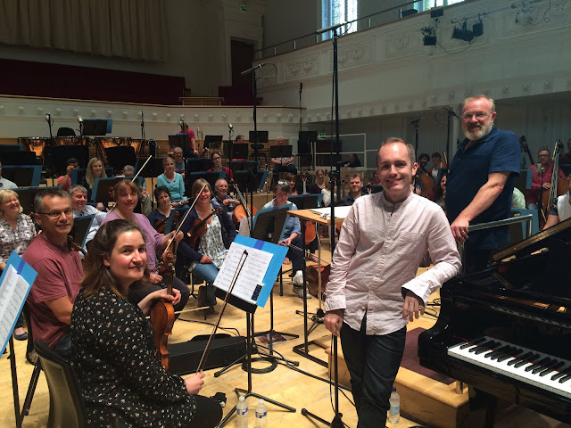 Simon Callaghan, BBC Scottish Symphony Orchestra & Martin Brabbins (Photo BBC Scottish Symphony Orchestra)