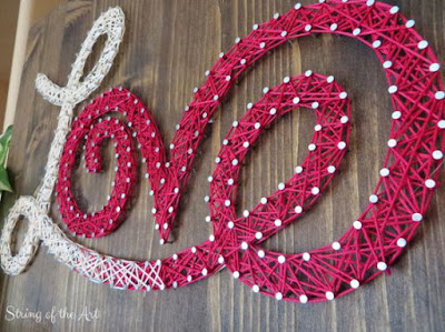 scritta love in string art