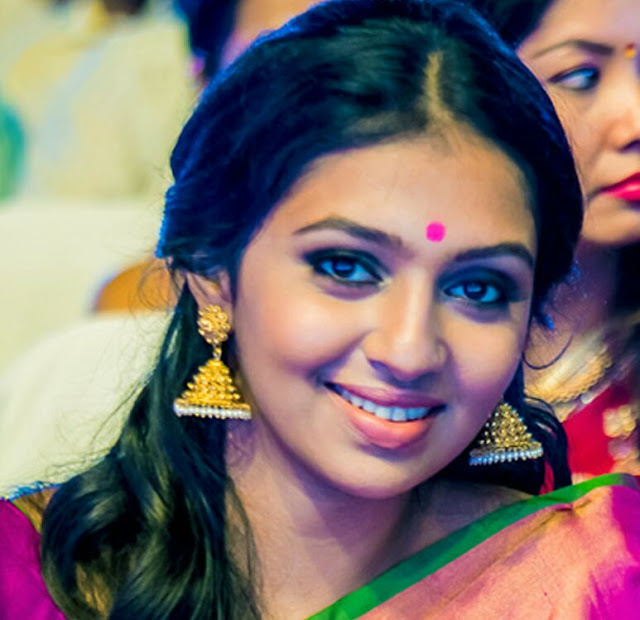 Lakshmi Menon Biography and Wiki and Biodata and Age