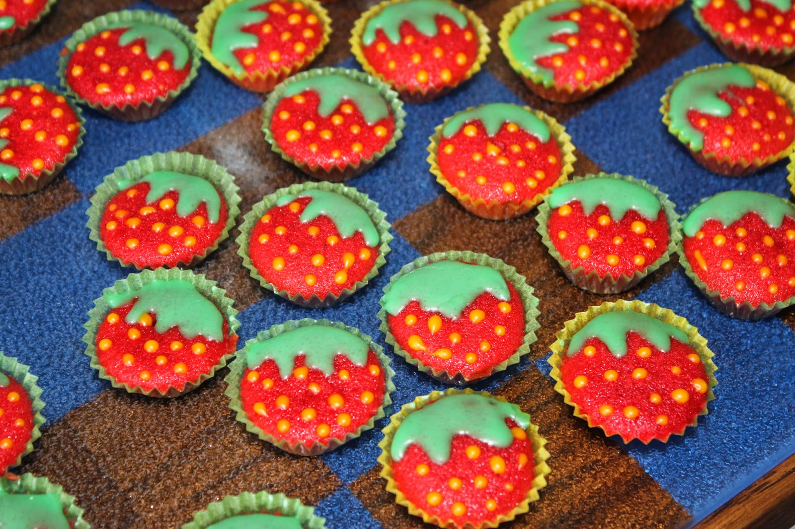 diva food mini muffins erdbeeren. Black Bedroom Furniture Sets. Home Design Ideas