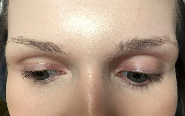 Rimmel Brow This Way Brow Shake Filling Powder before use