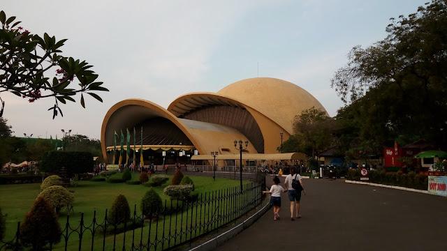 Wisata Taman Mini Indonesia Indah