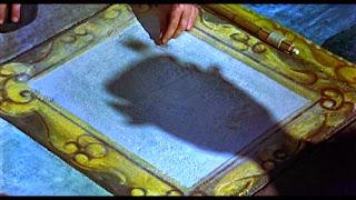 Photo de l'ombre de Mary Poppins sur le dessin au sol