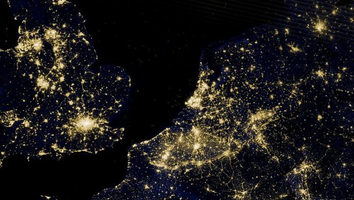 """0442e17a7e4 """"We doen tegenwoordig alsof het altijd dag is. Kijk maar eens naar een foto  van Europa bij nacht, het is een grote zee van licht."""""""