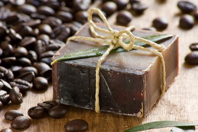 صابونة القهوة لشد البشرة وطريقة عملها