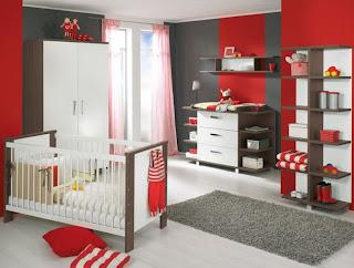 habitación de bebé gris rojo