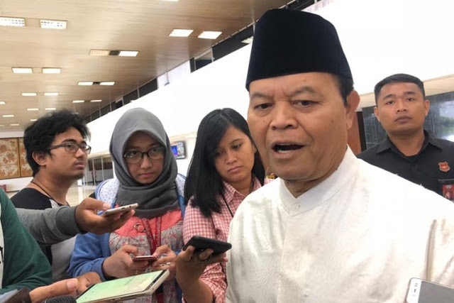 Bungkam PSI, HNW Ingatkan Janji-Janji Jokowi Belum Dilunasi