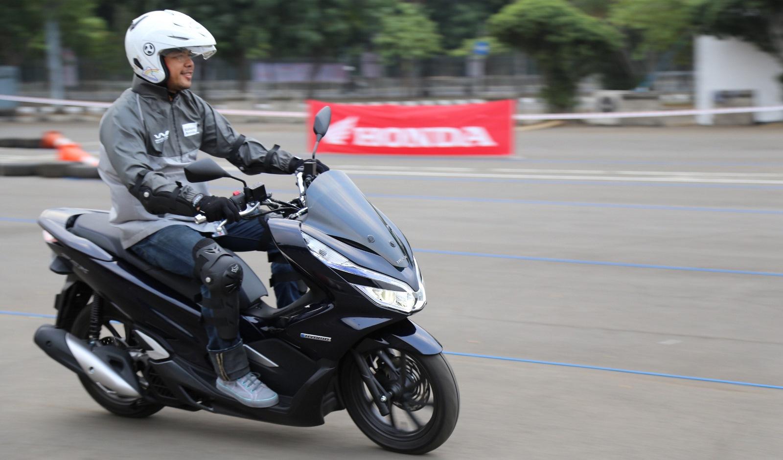 Brosur Kredit Honda Surya Motor Februari 2018 Dealer All New Cbr 150r Racing Red Klaten Ahm Resmi Pasarkan Pcx Hybrid