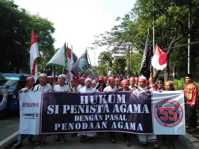 Penuhi Masjid Istiqlal, Massa Aksi Simpatik 55 Teriak Takbir dan Berselawat
