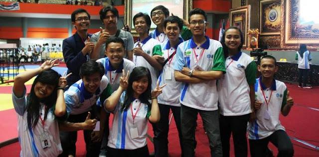Berpartisipasi Sebagai Panita KRI (Kontes Robot Indonesia) Regional 4 Tahun 2014 di Universitas Negeri Malang