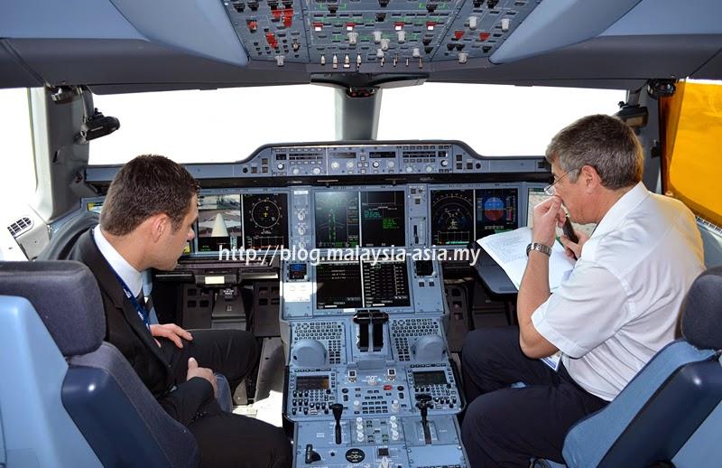 A350-900 Cockpit Photo