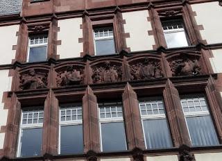 Fassade mit Friedrich Stoltze