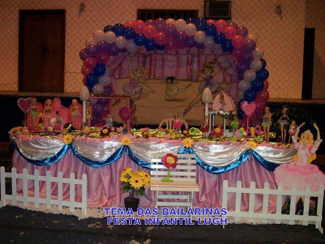 Decoração Bailarinas em mesa de tecido em cetim para festa infantil