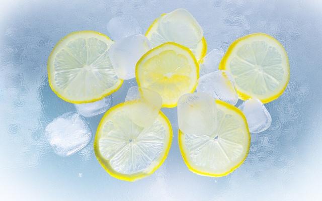 Limón y hielo