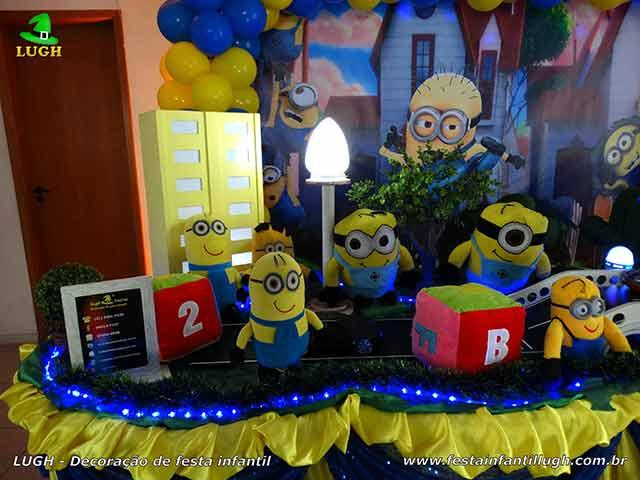 Decoração de aniversário tema Minions - Mesa decorada infantil