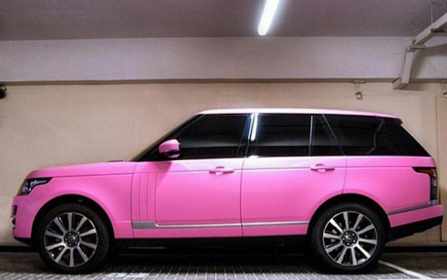 Mempunyai limo dan kereta lain yang serba PINK