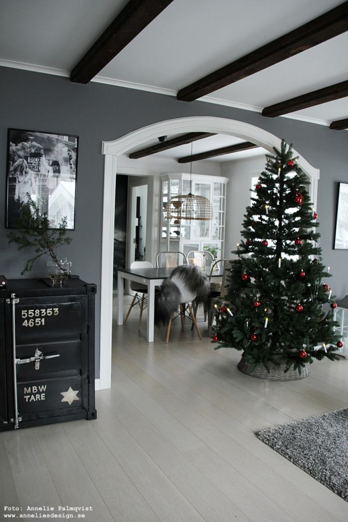 annelies design, webbutik, webbutiker, webshop, vardagsrum, gran, granar, julgran, julgranar, varberg, vardagsrum, vardagsrummet, öppen planlösning, poster, posters, fårskinn, dekoration, jul, julen 2018,