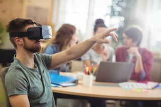 Perbedaan AR (Augmented Reality) Dengan VR (Virtual Reality)