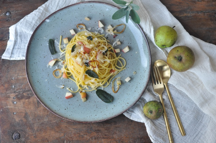 #glutenfree #pasta with crispy #sage and #apples, rich in flavour and oh-so easy to cook!