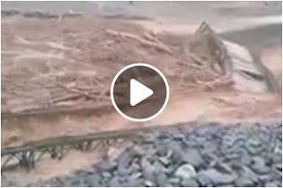 بالفيديو السيول تجرف قنطرة حديدية باقليم ازيلال المغرب