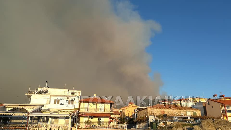 Στις φλόγες η Σιθωνία -  Δύο σενάρια για εκκένωση της περιοχής (φώτο βίντεο)