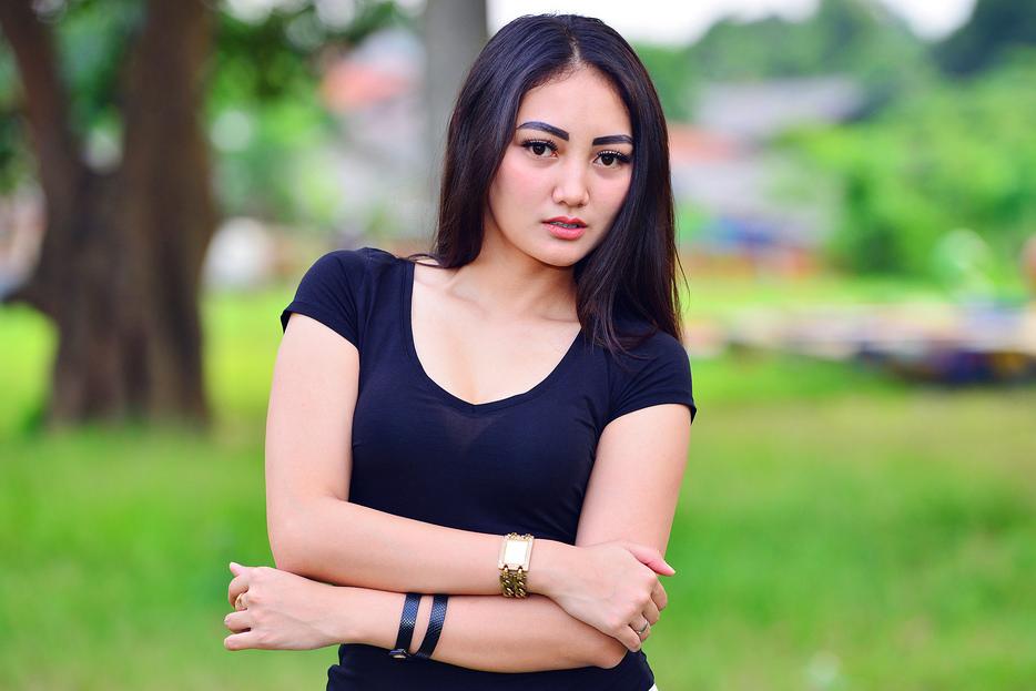 Mari Berkenalan dengan Model Cantik Sassha Carissa