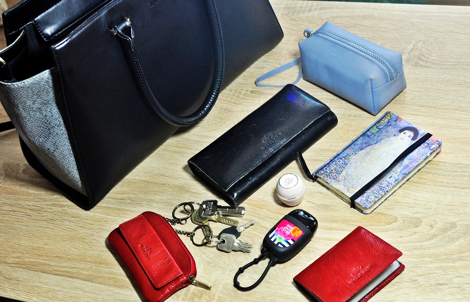 a65604f4c0194 TAG - Co jest w mojej torebce/ What is in my bag | A real shopaholic
