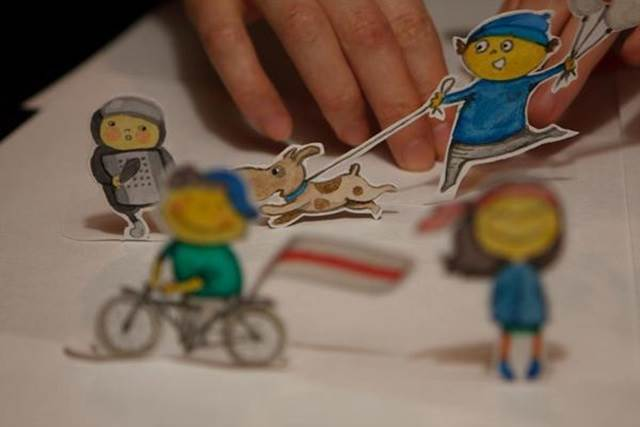 proses penghasilan patung kertas