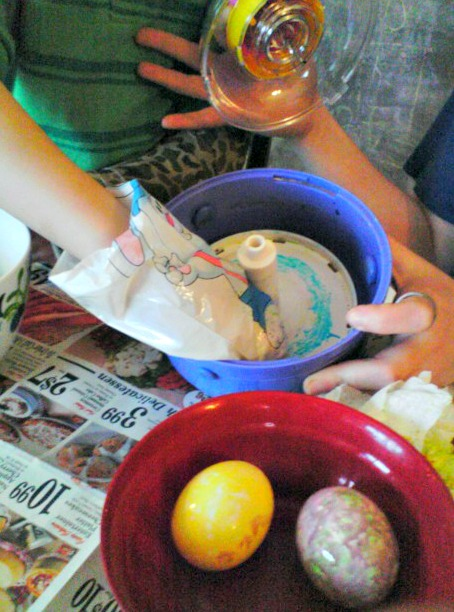 How to Decorate Eggs: Decorating Easter Eggs with Kids Dudley Style