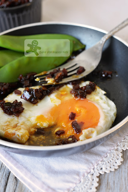 fried eggs bacon jam