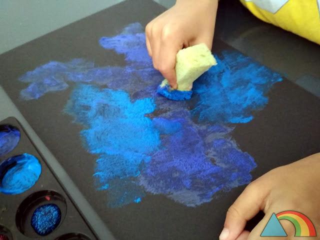 Pintando una galaxia con una esponja