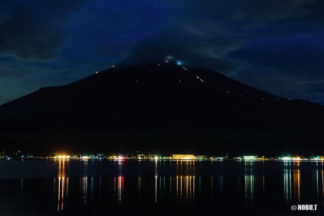 山中湖・夕暮れ時の笠富士