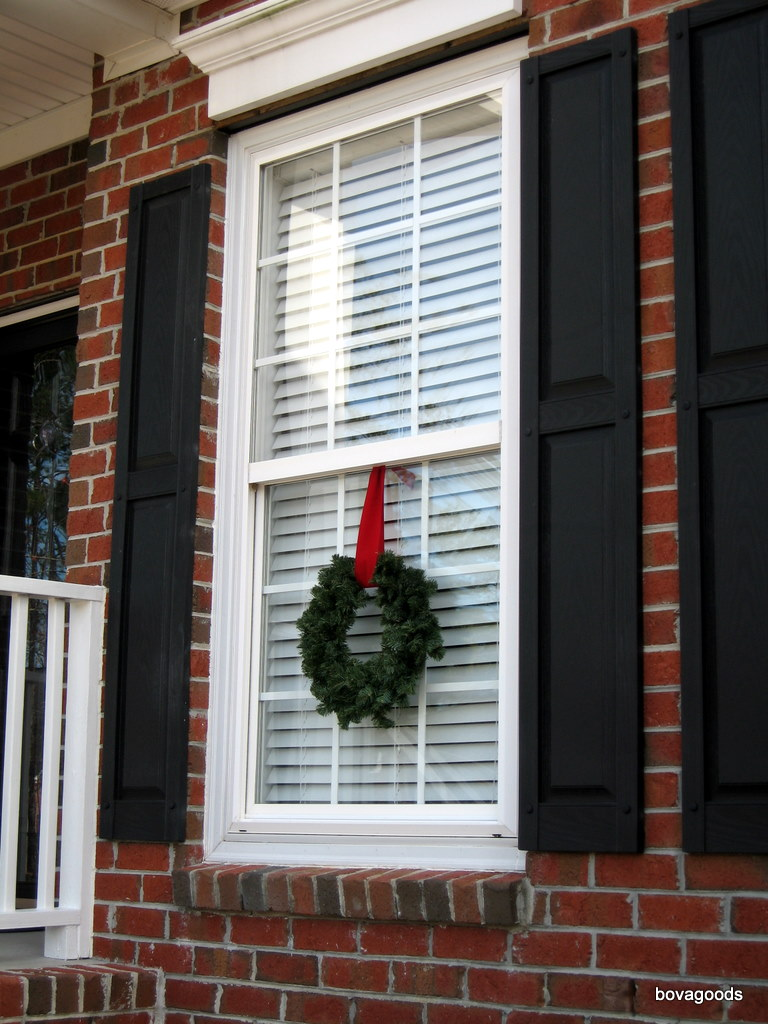 Christmas Goods An Easy Way To Hang Window Wreaths